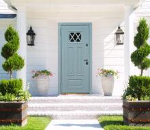 Как защитить и украсить дом: все внимание на двери и окна