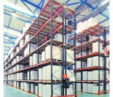 Стеллажи и тележки как части складских помещений